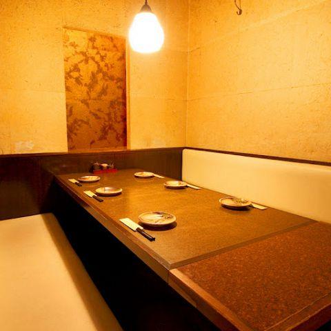 【個室】6名様個室☆合コンなどでも重宝しそうな個室です。テーブルタイプなので靴も脱がずに済み女性にも喜ばれます☆