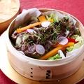 料理メニュー写真堀田さんの田園野菜と和牛の蒸籠蒸し