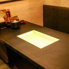 こちらはイルミネーションの付いた6名席♪テーブルも広いのでたくさん頼んでもOK★