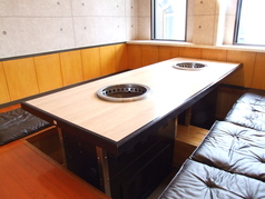 (1階)テーブル6名×3・4名×1/座敷掘りごたつ6名×2・8名×1・4名×2