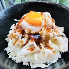 料理メニュー写真甘辛豚丼