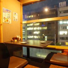 広瀬通りの夜景が見える2名様用の個室。人気の個室なのでご予約はお早めに♪
