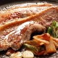 【おすすめ1】まずはジューシーサムギョプサル!!分厚いお肉を野菜で巻いてお召し上がりください♪スタミナ満点☆超ジューシー&肉厚なサムギョプサルが大人気★野菜は食べ放題なので特に健康を意識した方に人気!!千葉中央駅徒歩2分!!女子会に、お誕生日会に、企業様のご宴会にいかがでしょうか?