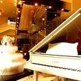 貸切は純白のグランドピアノも使用可能♪