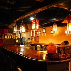 会社帰りなどにもお一人で、気軽にぷらっと立ち寄れます!サク飲みにはもちろん、デートにもご利用いただけます!新静岡駅から近くにあり、立ち寄りやすいことも令華が人気の理由です。また、カウンター席ではスタッフとの距離が近いので、本場中国の製法が間近で見られるのもカウンター席ならではの楽しみのひとつ☆