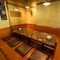 掘りごたつ席でゆっくりとお過ごしください。合コンや仲間との飲み会に人気のテーブル席。
