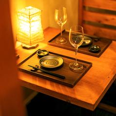 柔らかい照明の2名様席は、デートや記念日のご利用にぴったり!デザートプレート贈呈の無料特典も有ります。思い出に残るお時間を当店でお過ごし下さい!