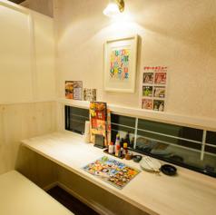 白を基調としたお洒落な空間。 女性だけの飲み会も周りを気にせず楽しめます!