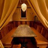 (ゆったり寛ぎ空間席)店内には個室もご用意♪カーテンで仕切り、プライベート感たっぷりの空間に♪女子会、合コン、歓送迎会、宴会、接待などどんな利用シーンでもお使い頂けます。こちらは大変人気のお席の為、ご予約はお早めがお勧めです。