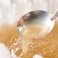 自慢の生姜と薬膳の効いたコクの黄金スープをベースに海老の出汁の効いた酸っぱ辛いトムヤムクンしゃぶしゃぶを開発♪海老やタコを中心とした鮮魚は相性抜群。さっぱりと召し上がれるパクチーや薬味を合せてスープの変化をお楽しみ頂けます!これから寒い季節に身体温まる自信作♪自慢のスープを2種の欲張り鍋もスタート◎
