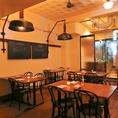 【テーブル席】2~4名様向けのテーブル席。開放的な空間でお食事会をお楽しみ頂けます。オシャレな店内でゆったり♪落ち着いたお洒落空間は、大切な日のディナーにも。テーブルは大小様々ご用意★お席のことなど、是非お気軽にご相談ください◎