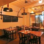 【テーブル席】2~4名様向けのテーブル席。開放的な空間でお食事会をお楽しみ頂けます。落ち着いたお洒落空間は、大切な日のディナーにも。テーブルは大小様々ご用意★お席のことなど、是非お気軽にご相談ください◎