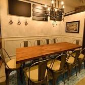 (プライベート空間席)最大10名様迄OKのテーブル席は合コン・女子会・お食事会・歓送迎会・宴会など様々な利用シーンでお使い頂けます。他のお席と少し離れたところにありプライベートな空間で使って頂けます。人気のお席の為、ご予約はお早めがお勧めです。
