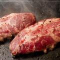 料理メニュー写真最上級イベリコ豚・ベジョータの溶岩焼きステーキ