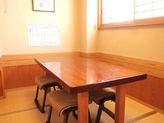 人数に合わせてお席をご用意しております。16名様の座敷席も完備。少人数~団体様のご宴会にも最適です。
