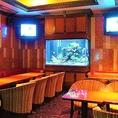 【北新地駅 徒歩3分】◆10名様~20名様まで可能な、大人気のアクアリウム完全個室を完備しております。アクアリウムを眺めながらの癒しの空間を堪能できます。宴会や接待にも最適な飲み放題付の宴会コースは5000円~とリーズナブルにご用意。大切なシーン、外せないシーンにも最適な贅沢な宴会コースのご用意もございます。