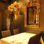 気軽にお食事頂けるテーブル席も人数に合わせてご用意。