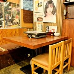 テーブル4人席