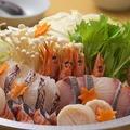 料理メニュー写真大漁海鮮鍋(しお・しょうゆ・昆布出汁)/極旨もつ鍋(チゲ・みそ・水炊き)