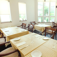 ご予約に合わせてテーブル配置を変えてご用意致します。