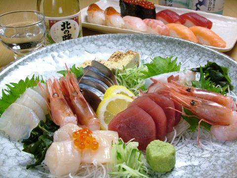 寿司屋の新鮮海鮮を堪能できると宴会に定評ある《鮨六》1組5名~最大28名まで/要予約