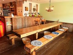 ベンチテーブル席