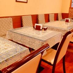2名テーブル6卓ございます。