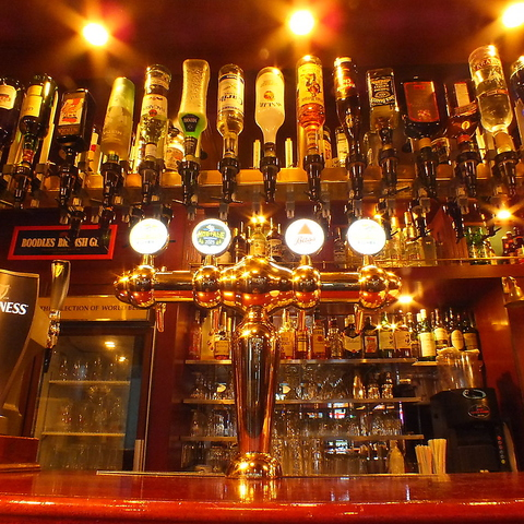 本場英国PUBの雰囲気で美味しいお酒と英国フードで最高の時間をお過ごしください!