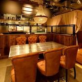 (アンティーク調デザイン席)店内を見渡せるゆったり居心地の良い最大7名様のお席。椅子もアンティーク調のデザイン!!大変人気のお席の為、ご予約はお早めがお勧めです。