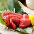 長崎県の豊かな海で水揚げされた新鮮な南マグロは、まろやかな甘みと旨味が特徴です。その身は柔らかく老若男女問わず大人気のお刺身となっております。臭みを全く感じない鮮度抜群のマグロを是非「夢酒場2号店 豊田 魚昇本店」でご賞味くださいませ。880円(税抜)