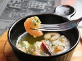 料理メニュー写真魚介のアヒージョ