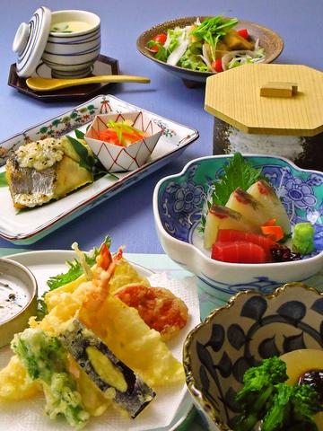 多度津の老舗和食レストラン!2~40名まで貸切OK!個室でゆっくりお食事を楽しんで。