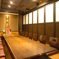 ちょっとした集まりや会合に使いやすい中人数用個室♪いろんなサイズの個室あります!足を伸ばしてゆったりお寛ぎください。