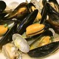 料理メニュー写真ムール貝とあさりの酒蒸し