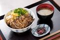 料理メニュー写真炭火焼き鳥丼(たれ)