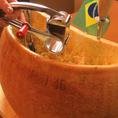 大きなホール状のチーズはお客様に削っていただきます★サラダにかけても、お肉でも…相性◎