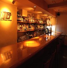 【1名様×10席】ハイカウンターでこだわりのお酒を!!◇おひとりさまのご利用から、記念日にもご利用いただけます。