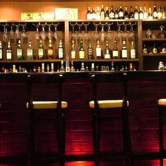 常連さんに人気なカウンター席で仕事終わりに一杯いかがでしょう?ワインと合うおつまみも多数ご用意◎