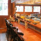 【1名~2名様】カウンター席は、ライブキッチンを眺めながらの特等席!