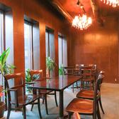 お洒落かつ落ち着く店内にテーブル席をご用意。非日常空間をご提供致します。