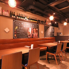 【テーブル4名席】お洒落な空間で美味しいお肉で乾杯。会話も弾みます♪