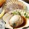料理メニュー写真● 北海道鹿部町 噴火湾産 ラン付き帆立の炙りハリハリ醤油仕立て