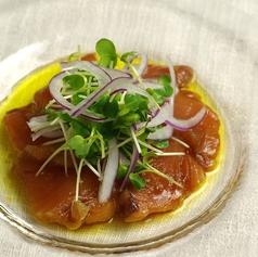 料理メニュー写真漬けビンチョウマグロのカルパッチョ