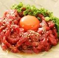 料理メニュー写真桜ユッケとの濃厚卵