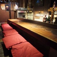 1人でしっぽり飲みたいときは、カウンター席をどうぞ。