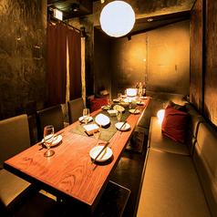 新橋駅から徒歩1分の好立地!最大8名様までご案内可能なソファー個室は、様々なシーンに人気のお席です。宴会、飲み会にも◎