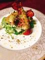 料理メニュー写真オマール海老とホタテ貝柱の自家製香草パン粉焼き サラダとともに・・・