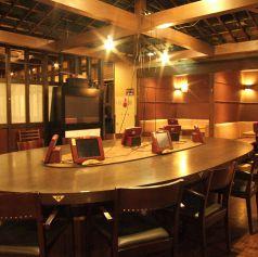 定番のテーブル席のほか、丸い形のテーブルや掘りごたつ席の他、カップルシートもご用意しております。半個室タイプのお席となっているため、デートには最適です♪二人だけの空間で、ゆっくりとお食事をお楽しみ下さいませ!新横浜/居酒屋/歓迎会/女子会/歓送迎会/合コン