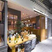 お店の入口です。本場イタリアのバルやオステリアを思わせるカジュアルな造り。お気軽にどうぞ♪