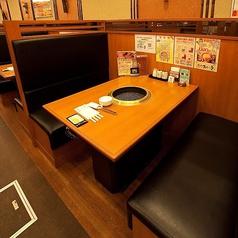 【BOX席 ~4名様】待ち合わせにも便利♪少人数でお気軽にご利用頂けます。落ち着くBOX席なので、お一人様はもちろんカップルや女子会に♪